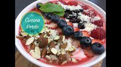 Joghurt Beeren Bowle mit Nüssen   Rezept Acai Bowl, Breakfast, Food, Desserts, Yogurt Breakfast, Fruit Yogurt, Strawberries, Food Portions, Food Food