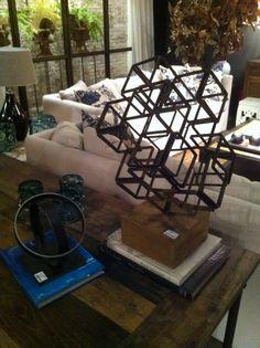 Escultura cúbica equilibrio 3D.