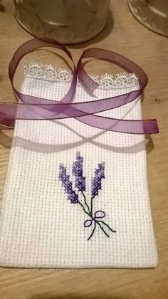Henna and Wedding Etamin Heart Flowering Lavender and Candy Sac Models Lavender Crafts, Lavender Bags, Lavender Sachets, Cross Stitching, Cross Stitch Embroidery, Hand Embroidery, Cross Stitch Patterns, Cross Stitch Finishing, Crochet Baby Shoes