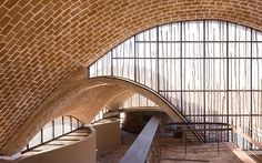 Gallery of Mapungubwe Interpretation Centre / Peter Rich Architects – 7 – Ton Salman - Diy Techniques Brick Architecture, Architecture Awards, Architecture Details, Interior Architecture, Vernacular Architecture, African House, Dome Ceiling, Dome House, Architectural Photographers