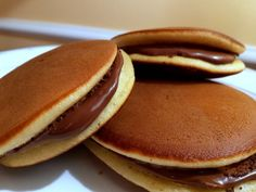 Dorayakis or Japanese Nutella Pancake Recipe Sweet Recipes, Cake Recipes, Dessert Recipes, Dorayaki Receta, Nutella Pancakes, Delicious Desserts, Yummy Food, Sweet Cakes, I Love Food