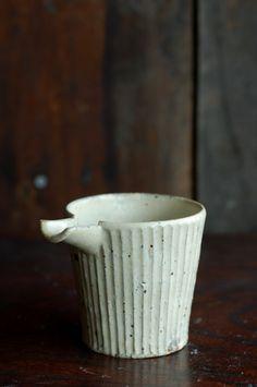 小嶋亜創 陶展(6/10~21)に展示品の中から片口をご紹介します。お酒を注ぐ器、小鉢、湯ざまし、そしてこれからの季節は麺つゆ入れとして活躍しそうなアイテ...