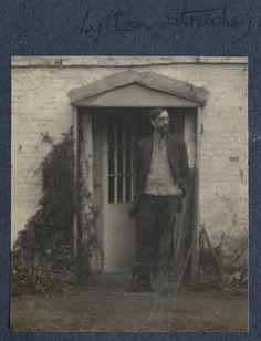Lytton in the doorway at Tidmarsh. Charlton House, Dora Carrington, Duncan Grant, Vanessa Bell, Bloomsbury Group, Virginia Woolf, British Isles, Doorway, 1930s