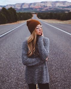 Style by . Grey Beanie Outfit, Creative Photography, Portrait Photography, Charly Jordan, Casual Summer Outfits For Women, Foto Casual, Tumblr Girls, Photo Poses, Colorful Fashion