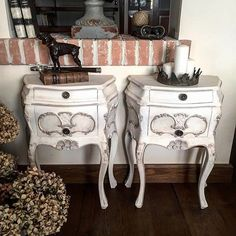 L'immagine può contenere: spazio al chiuso Shabby Chic Colors, Nightstand, Projects To Try, Cabinet, Storage, Table, Furniture, Home Decor, Clothes Stand
