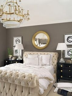 I like te grey wall with te gold mirror
