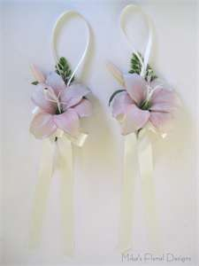Pew Decorations simple and sweet Wedding Pew Decorations, Wedding Pews, Aisle Style, Paris Theme, Quinceanera, Special Occasion, Projects To Try, Place Card Holders, Wreaths