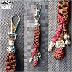 Anhänger aus Paracord mit kleinem Karabiner zur Befestigung am Schlüsselbund oder an Tasche und Rucksack #anhänger #Perlen #beads #schlüsselanhänger #paracord #accessoire
