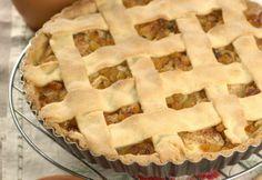 Яблочный торт с ванильным соусом