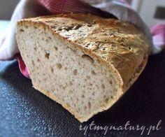 Chleb pszenny na zakwasie żytnim, upieczony samodzielnie, jest zdecydowanie lepszy niż chleb kupny. Zacznij zatem przygodę z pieczeniem domowego chleba.  #rytmynatury #domowy #chleb #pszenny #zakwas