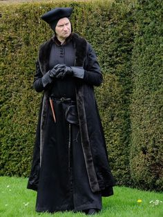 BBC. (2015). Mark Gatiss as Stephen Gardiner in Wolf Hall. Retrieved 24 October, 2016, from http://www.independent.co.uk/arts-entertainment/tv/features/behind-the-scenes-with-the-costume-makers-for-wolf-hall-broadchurch-and-doctor-who-9981200.html#gallery