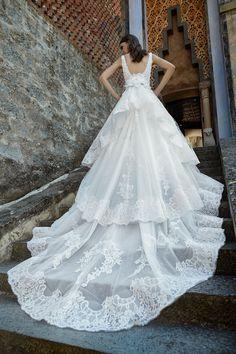MODELLO LV 0418 Meraviglioso abito da sposa romantico con bustino in pizzo  Leavers ricamato a mano 103e7d1aa8b