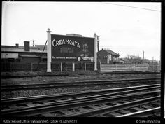 HOARDING ADVERTISING CREAMOATA TRACK SIDE OAKLEIGH - Public Record Office Victoria