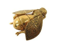#ChristianDior Broach Insect Fly motif Metal Gold (BF108171): All of #eLADY's items are inspected carefully by expert authenticators who have years of experience. For more pre-owned luxury brand items, visit http://global.elady.com