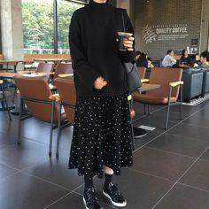 Modest Fashion Hijab, Modern Hijab Fashion, Street Hijab Fashion, Korean Fashion Trends, Muslim Fashion, Look Fashion, Skirt Fashion, Fashion Outfits, Fashion Tips