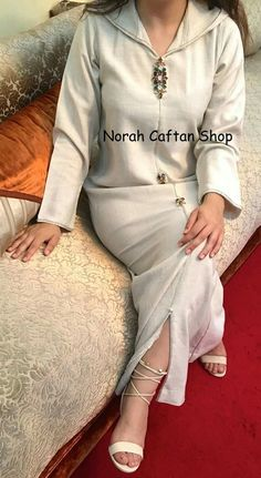 Jellaba Boho Fashion Summer, Arab Fashion, Moroccan Caftan, Hip Hop Fashion, Muslim Women, Mode Style, Couture Dresses, Traditional Dresses, Fashion Outfits