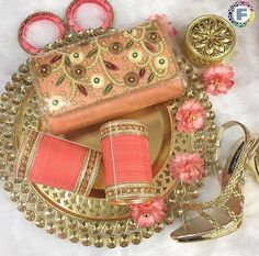 Pinterest: @pawank90 Pakistani Wedding Outfits, Bridal Outfits, Bridal Makeup Looks, Bridal Looks, Bridal Bangles, Wedding Jewelry, Bridal Gift Wrapping Ideas, Indian Dress Up, Wedding Chura