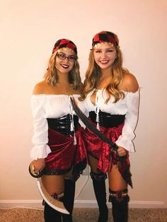 Easy Last Minute DIY Halloween Costumes for Women – Pirates pirate halloween costume halloween halloweenmakeup halloweenfun halloweencostumes halloweencostumesforwomen collegecostume pirates Sexy Pirate Costume, Diy Halloween Costumes For Women, Cute Costumes, Carnival Costumes, Halloween Outfits, Diy Pirate Costume For Women, Pirate Costumes, Halloween Ideas, Pirate Costume Couple