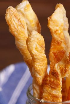 23 Next-Level Things To Do With Puff Pastry - Louise Campbell - 23 Next-Level Things To Do With Puff Pastry Parmesan Twists veritcal - Beef Wellington Recipe, Wellington Food, Holiday Party Appetizers, Wedding Appetizers, Xmas Party, Macedonian Food, Twisted Recipes, Puff Pastry Recipes, Biscuits