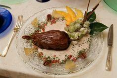 Chile Aguascalientes, Chile rojo ancho seco, carne molida de cerdo, carne molida de res, cebolla, ajo, uva pasa, guayaba, nuez, viznaga, sal, concentrado de consomte en polvo, pimienta negra molida y crema natural