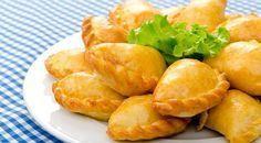 Receita de pastel de forno é um dos quitutes preferidos. Veja essa receitinha que vamos ensinar simples, assado, com recheio cremoso e delicioso.