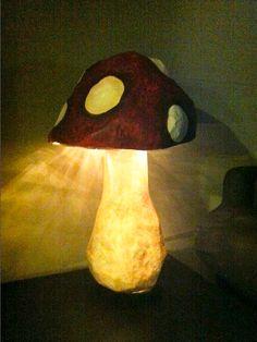 Make your own magic shroom light Mushroom Lights, Mushroom Decor, Mushroom Art, Home Crafts, Diy Home Decor, Diy And Crafts, Arts And Crafts, Paper Crafts, Diy Paper