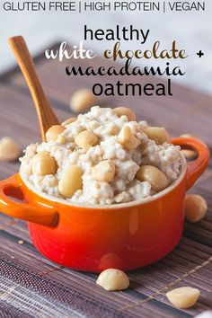 Healthy White Chocolate Macadamia Nut Oatmeal- The flavours of the infamous cookie in a #healthy #oatmeal form- #glutenfree #vegan #sugarfree and #highprotein- @thebigmansworld.com