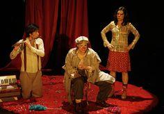 """""""Cuántos cuentos cuentas"""" en el Teatro Sergio Magaña. Cuántos cuentos cuentas narra la historia de dos payasas: Anastasia y Carlota que viajan por Michoacán para contar la historia del Gran Circo Burlostitini. Foto: Abril Cabrera A."""