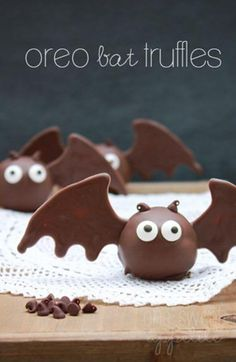 Adorable Halloween inspired Oreo Bat Truffles. #wholoveschocolate