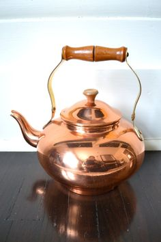 Vintage Copper Teapot Copper Coffee Pot by GreySquirrelAntiques Glass Photography, Copper Art, Tea Tins, Copper Kitchen, My Cup Of Tea, Chocolate Pots, Ottomans, Teacups, Cup And Saucer