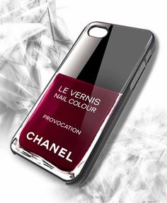 Cover iPhone Chanel stampa smalto
