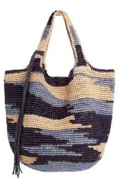 Tote around your daily essentials in this hand woven raffia carry all. Free Crochet Bag, Crochet Tote, Crochet Handbags, Crochet Purses, Tapestry Crochet Patterns, Straw Tote, Knitted Bags, Crochet Accessories, Handmade Bags