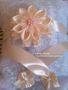Best 12 Fabulous DIY Ribbon Flower with Beads Tutorial – Video – SkillOfKing. Cloth Flowers, Satin Flowers, Diy Flowers, Fabric Flowers, Paper Flowers, Ribbon Art, Diy Ribbon, Ribbon Crafts, Flower Crafts