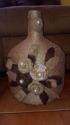 Liquor Bottle Crafts, Wine Bottle Vases, Diy Bottle, Bottle Art, Lighted Wine Bottles, Jute Crafts, String Crafts, Craft Stick Crafts, Diy Crafts Phone Cases