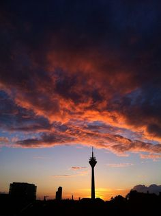 Abendlicht mit Turm.  by bilkorama, via Flickr