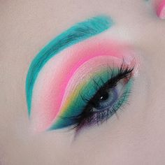 Have you been looking for eye makeup that is distinctive and instantly endows you with a special aura? If the answer is positive, you should try the multicolor eye shadow, which makes you stand out from the ordinary types. Makeup Fx, Artist Makeup, Cute Makeup, Makeup Goals, Pretty Makeup, Simple Makeup, Makeup Inspo, Eyeshadow Makeup, Makeup Inspiration