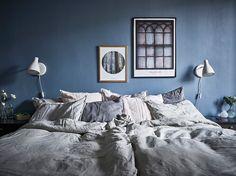 textiles dormitorio pared azul fuerte estilo nórdico Dormitorio nórdico azul con balcón dormitorio nórdico dormitorio azul decoración dormitorio blog decoración nórdica