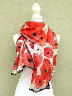 1e44046a3594 La sciarpa con papaveri rossi è uno scialle floreale in pura seta pongè 5  dipinta a