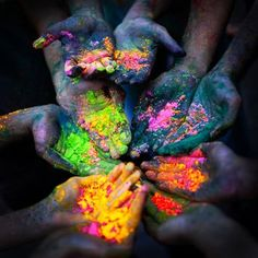 When is Holi 2017 and what does the festival of colours celebrate? Holi Ke Wallpaper, Wallpaper Free, Apple Wallpaper, Holi Images Hd, Happy Holi Images, Holi Festival Of Colours, Holi Colors, Indian Color Festival, Mug Cakes