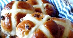 Hot Cross Buns Recipe - Food like Amma used to make it Cross Buns Recipe, Bun Recipe, Donut Ball Recipe, Poli Recipe, Crumpet Recipe, Easter Bun, Easter Eggs, Snowballs Recipe, Semolina Cake