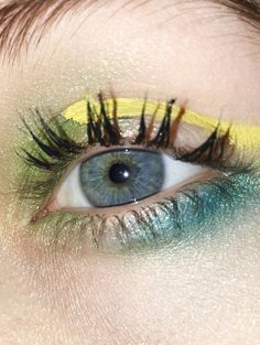 #makeubrutalism #esztermagyar #eyelashes