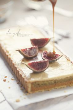 Apricot-pistachios pie with orange blossom custard, balsamic caramel sauce and figs on the top