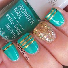 Gold & green striped glitter nails
