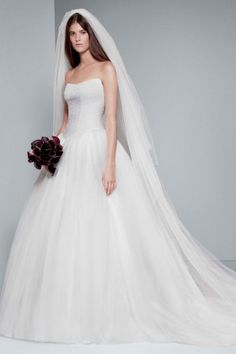 Ball gown strapless White by Vera Wang Wedding Gowns  c0c893868f5