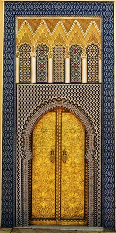 century door to one of the King's palaces ~ Fez Medina, Morocco, © Brooke Erin Cool Doors, Unique Doors, Islamic Architecture, Art And Architecture, Porte Cochere, When One Door Closes, Door Knockers, Moorish, Mellow Yellow