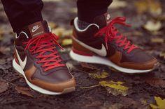 Nike Escape Collection Colour: Light Bone / Ale Brown / Baroque Brown