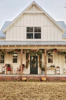 Home Renovation Porch Metal Building Homes just like a postcard! Very beautiful steel homes that you probably haven't seen yet, only the best examples of top notch steel homes. Modern Farmhouse Design, Modern Farmhouse Exterior, Farmhouse Homes, Rustic Farmhouse, Farmhouse Style, Farmhouse Front, Simple Farmhouse Plans, Modern Barn, Modern Design