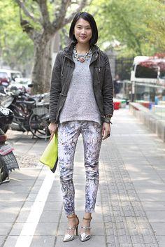 上海 Donghu Road, SHANGHAI. Elaine Chow, event manager. H top, Zara pants, Luxury Rebel shoes, Gap bag. 【スライドショー】アジアの街角ファッションスナップ―北京、ソウルなど - WSJ.com