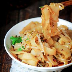 A famous traditional Xi'an dish--Liangpi. Homemade noodle from wheat starch (gluten washed out). With a combined spicy sauce (asian food recipes spicy) Fun Noodles, Asian Noodles, Asian Noodle Recipes, Asian Recipes, Ethnic Recipes, Vegetarian Recipes, Cooking Recipes, Healthy Recipes, Asia Food