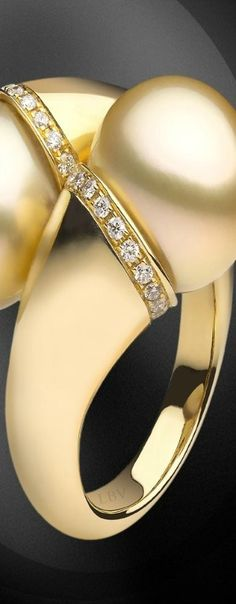 Yoko London ♥✤ 18KT yellow gold ring with golden South Sea pearls and diamonds